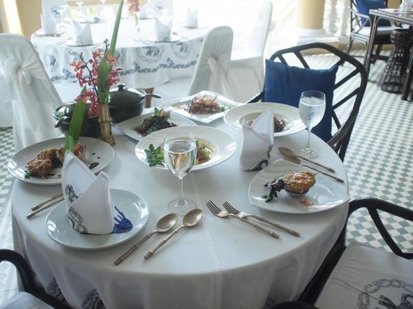 試食のテーブル